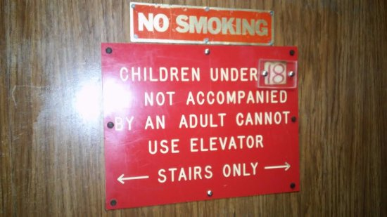 Gulf Towers Resort Motel: Don't forget teenagers, to hold onto your parents hand!!