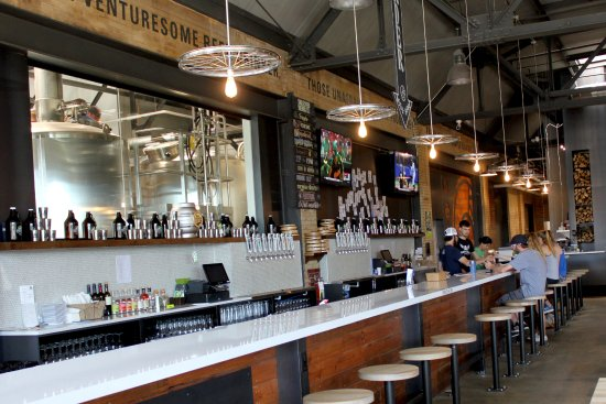 Waterloo, IA: Taproom bar with 12 beers on tap