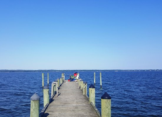 Hollywood, MD: the fishing pier