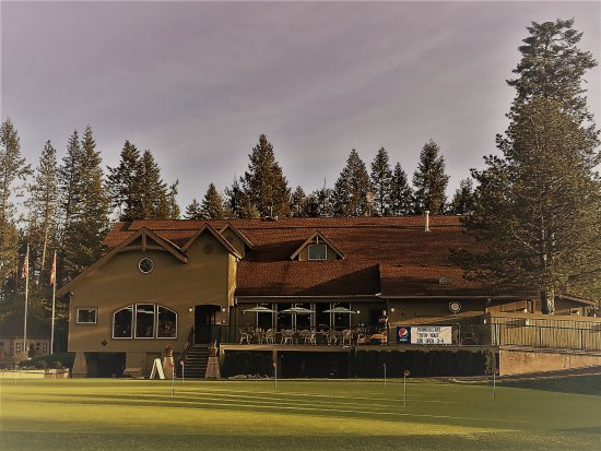 Twin Lakes Village Golf Club‎