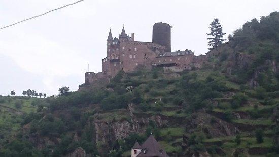 Burg Katz : 船上から何とか撮ったネコ城