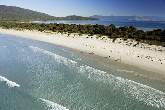 Maria Island, Australia: Walking along the isthmus.