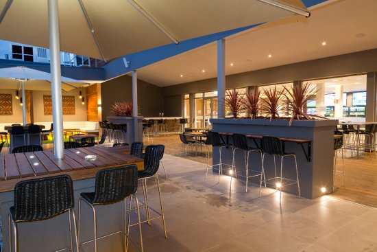 Bendigo, Australien: The Rear Terrace at night, this space can be hired privately