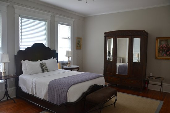 Katy House Bed and Breakfast Picture