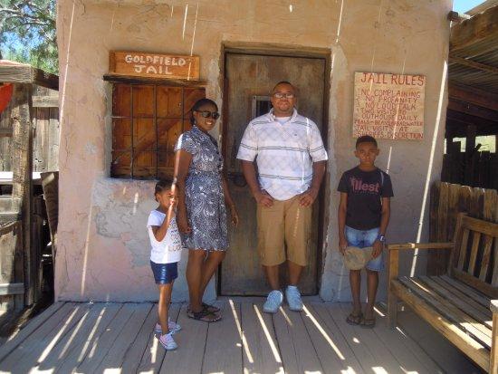 Апаче-Джанкшн, Аризона: my crew in front of the jail