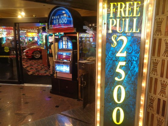 Four Queens Casino : free pull slot machine