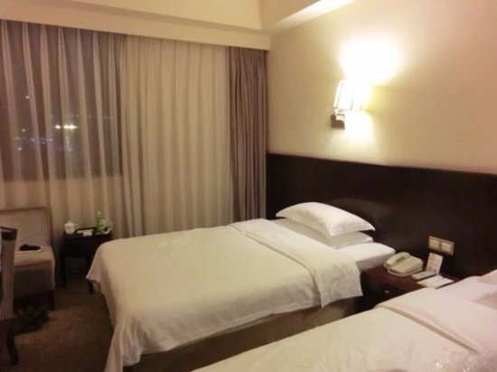 Shuangliu County, Çin: ベッドはセミダブル