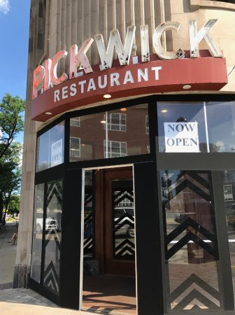 Park Ridge, IL: front of and corner entrance to The Pickwick Restaurant