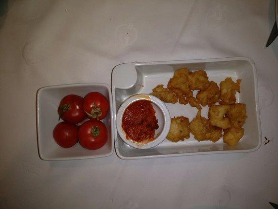 Sant Feliu de Boada, Spagna: Suelo pedir siempre un plato, pero intento combinarlo con dos medias tapas . Buñuelos de bacalao