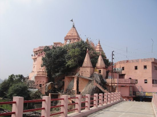 Bhagalpur, India: A famous Shiva temple known as Ajgaivinath Temple is situated in the streams (watercourse) of  r