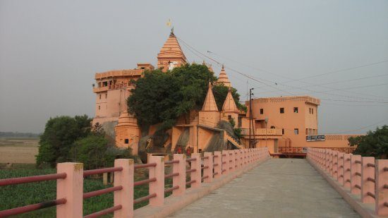 Bhagalpur, India: Ancient temple of Shiva on top of hill at bed of River Ganga at Sultanganj attracts million pilg