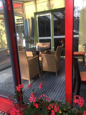Hotel Arc En Ciel : Se détendre sous la véranda