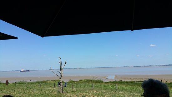 Saint-Christoly-Medoc, Prancis: Vue sur la Gironde depuis la terrasse