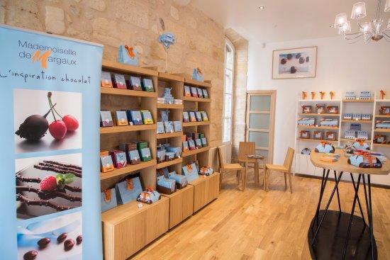 intérieur de la boutique mademoiselle de margaux à bordeaux. - photo