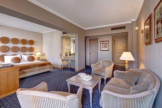 Divani Palace Acropolis: Room detail from Junior Suite