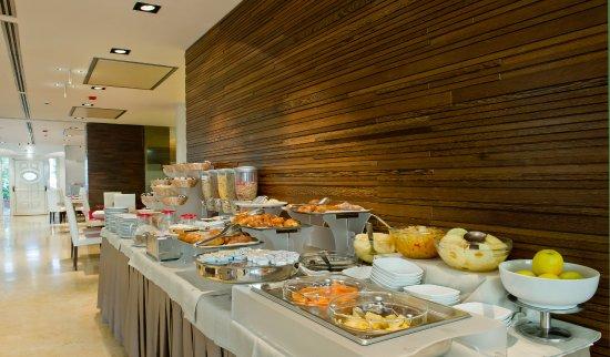 hilton garden inn rome claridge breakfast area - Hilton Garden Inn Rome Claridge