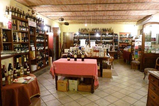 Montegrosso d'Asti, Italy: Interno negozio