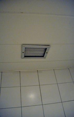 Afzuiging in de badkamer die niet werkt. kamer 430 - Picture of ...