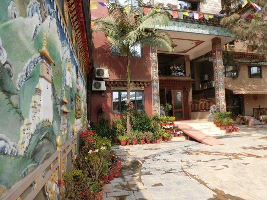 Hotel Tibet International: ホテル中庭
