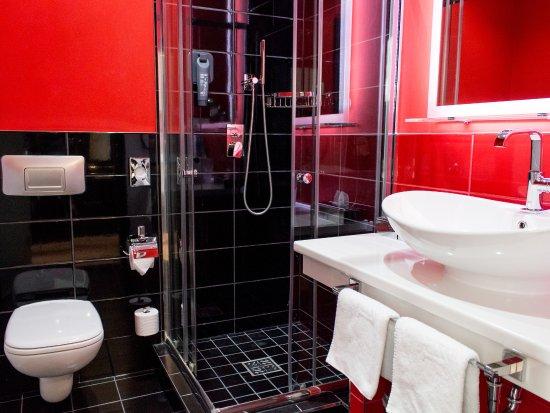 DORMERO Hotel Berlin Kuu0027damm: Badezimmer DORMERO Zimmer