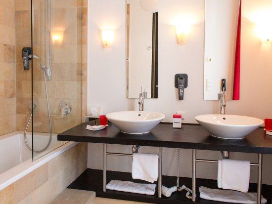 DORMERO Hotel Berlin Kuu0027damm: Badezimmer DORMERO Junior Suite