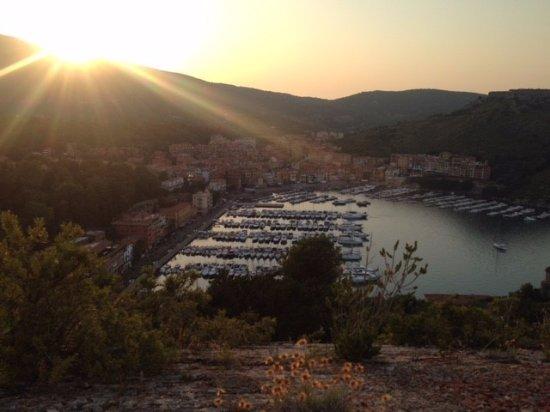 Porto Ercole, إيطاليا: Vista dalla rocca al tramonto