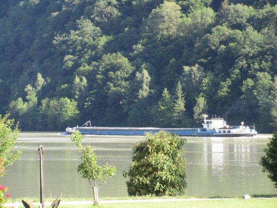 Schlogen, Austria: Ausblick von Liegewiese