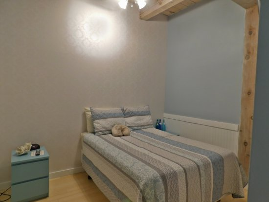 Island Inn: Bedroom with ensuite
