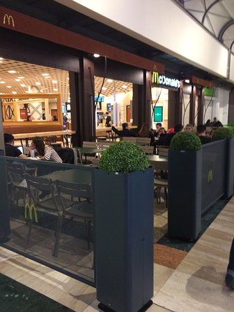 mcdonald 39 s serris centre commercial val d 39 europe. Black Bedroom Furniture Sets. Home Design Ideas
