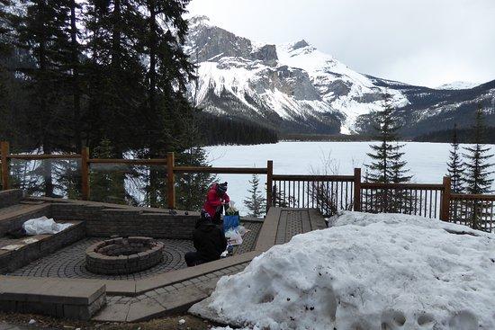 Emerald Lake: burgers coffee view