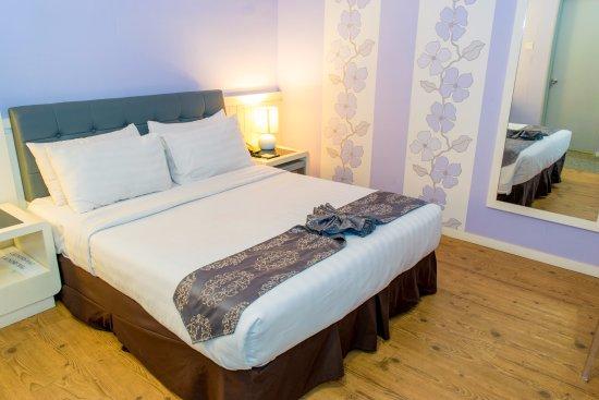 Superior Room @ Ladies Theme Floor - Picture of MH Hotel