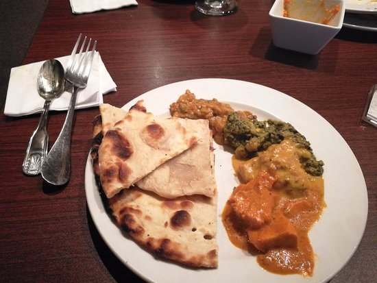 Edwardsville, Ιλινόις: Naan with Butter Chicken - Yummy!