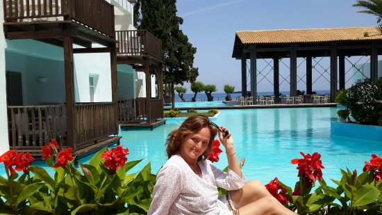 Hotel Solemar: This hotel you are crossing towards beach.