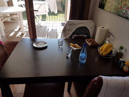 Cerise Carcassonne Sud: Dining table