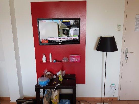 Cerise Carcassonne Sud: TV