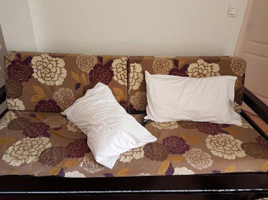 Cerise Carcassonne Sud: Sofa