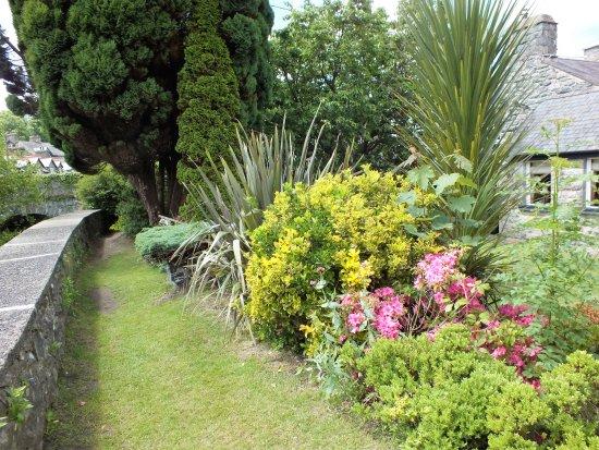 Llanbedr, UK: Victoria Inn gardens