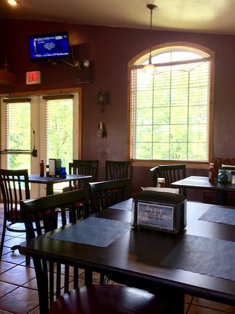 Duncan's Blue Lantern: Open, airy, clean, with beautiful views!