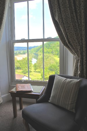 Llandogo, UK: River valley view from the Daffodil room