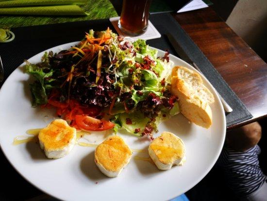Schlosskeller: Salat mit Ziegenkäse