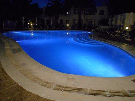 Piscine le soir picture of suite hotel atlantis for Piscine paris ouverte le soir