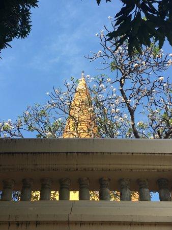 เมืองนครปฐม, ไทย: Wat Behind the Flowers