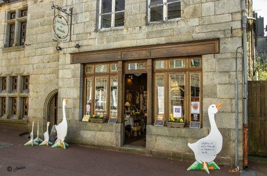 Villedieu-les-Poeles, Francia: Petite et jolie épicerie fine de Villedieu les Poêles