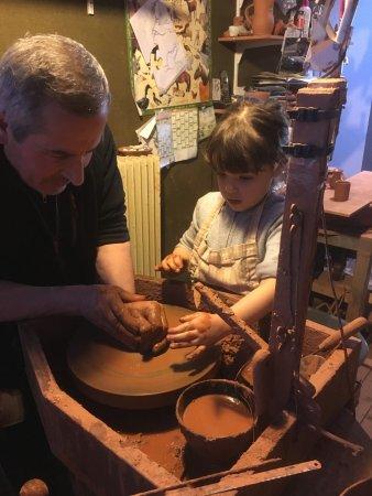 Villedieu-les-Poeles, France: Cours de poterie à  min à pied de votre location du camping