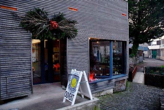 Villedieu-les-Poeles, Frankrijk: Autre magasin de poterie dans le beau village en Normandie