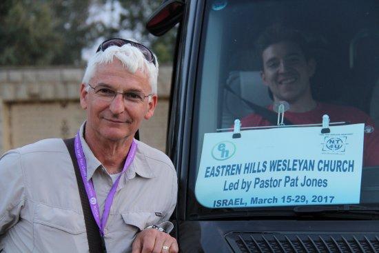 Gedera, Izrael: Nir by our van at Yardenit Baptismal site