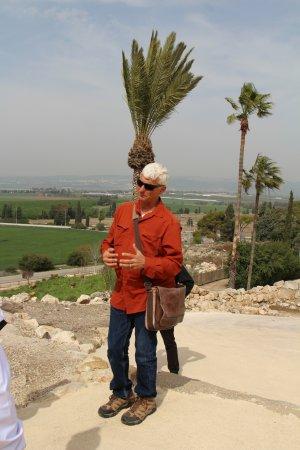 Gedera, Izrael: Nir teaching at Megiddo