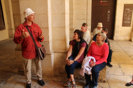 Gedera, Izrael: Talking about the arrest and His flogging at the site of the Antonio Fortress, Jerusalem