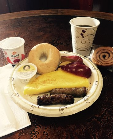 Northern Plains Inn : Sampling of complimentary Continental breakfast options