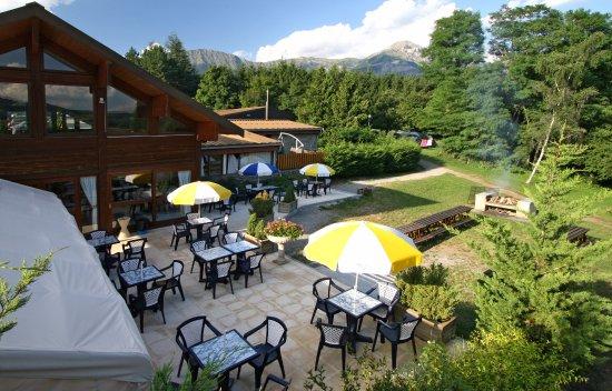 VVF Villages Saint-Bonnet-en-Champsaur : Terrasse du restaurant